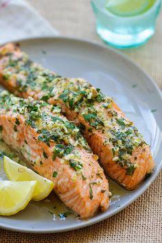 画像1 : 20分で作れるサーモンを使った料理を作ってみませんか?サーモンはオメガ3脂肪酸を含んでいて体にもいい魚ですので、おいしく調理していただいちゃいましょう。あわせて食べたいアボカドとコーンのサラダのレシピも紹介しますね。