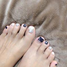 早くも冬バージョン♪ 小指の爪も少しずつ再生 #フットネイル#クリスマスネイル#冬ネイル#ネイビーネイル