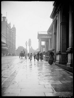 Frederick Danvers Power: Street scene in Sydney, Australia, between 1898 and Amazing Photography, Street Photography, The Royal School, Islands In The Pacific, Sydney City, Historical Images, Continents, Old Photos, History