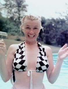 Marilyn Monroe at the pool, no make up,1956
