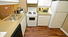 This property is across from the College Park complex and from the University of Toronto. It offers free WiFi and an indoor pool. University Of Toronto, Toronto Canada, Hotels, Kitchen Appliances, Indoor, Cooking Utensils, Interieur, Home Appliances, House Appliances