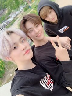 You're just gonna sit there and tell me that these three aren't the cutest boys in the entire universe? Crazy cuz you're wrong, they are the cutest ; Jisung looks like Jungkook ? Jisung Nct, Ff Gay, Nct 127, Line Pic, Nct Dream Chenle, Nct Chenle, Johnny Seo, Nct Dream Jaemin, Wattpad