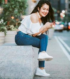 Singer Neha Kakkar Photos - Neha Kakkar is one of the most versatile singer in the bollywood. She is known for her funky songs . Check out beautiful Neha Kakkar Photos . Cute Girl Photo, Girl Photo Poses, Girl Photography Poses, Girl Poses, Stylish Girls Photos, Stylish Girl Pic, Bollywood Fashion, Bollywood Actress, Actress Anushka