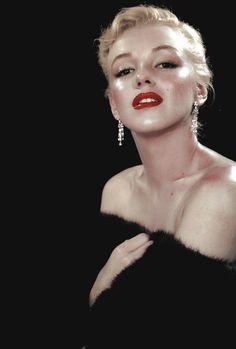 missmonroes:  Marilyn photographed by Ed Clark, 1950