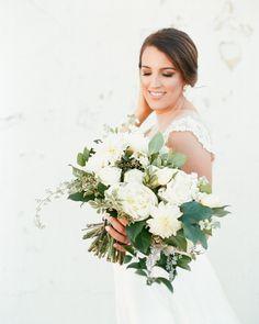 Neutral florals with a bunch of greenery! Mountain Brook, Alabama | Alabama Wedding | Birmingham Wedding Planner | Becky's Brides Mountain Brook, Bride Bouquets, Birmingham, Wedding Designs, Alabama, Greenery, Florals, Wedding Planner, Brides