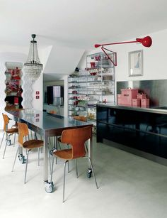 bfc53f8bc83 Colorful Jielde lights and crystal chandelier in a quirky Paris Kitchen.  Apartamento Francês