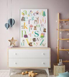 Oktoberdots alfabetposter voor de babykamer of kinderkamer in mooie pastel kleuren.