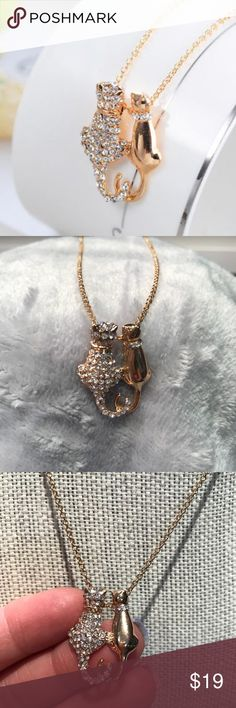 "🌟Adorable 2 Cats Necklace is inlaid w/ Zircons🌟 Adorable 2cats necklace is inlaid w/ Zircons .. Makes a really cute gift for ur cat lovers or for you! 😊 Alloy Metal 16"" chain w/ 2"" extender  1"" pendent Drop  Color: gold Jewelry Necklaces"
