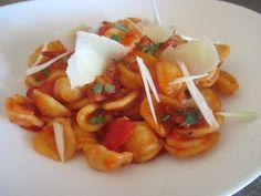 FORNELLI IN FIAMME: ORECCHIETTE WITH FRESH TOMATO AND PECORINO - Orecchiette con pomodoro fresco e pecorino