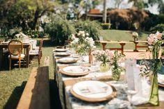 Decoração rústica com mesas comunitárias -  Casamento rústico no campo