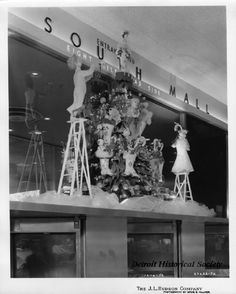 640c1470346 J.L. Hudson Company Department Store at the Northland Mall. The display is  featured atop the