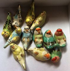 Ceramic birds with gold Ceramic Birds, Ceramic Animals, Ceramic Pottery, Ceramic Art, Ceramic Figures, Arte Fashion, Sculptures Céramiques, Budgies, Parrots