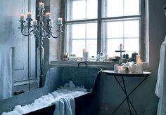 LOVE this bath tub