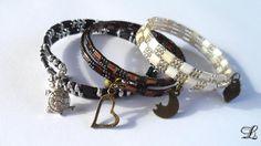 Bracelet noir et argenté en fil mémoire de forme avec rocailles carrées et ovales à deux trous