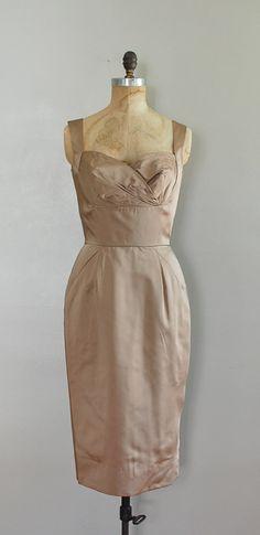 Beautiful shape, love the interesting bust shape. From Dear Golden Vintage http://deargolden.blogspot.com/