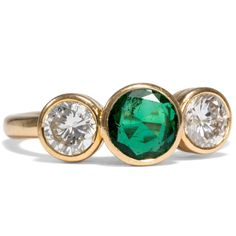 - Vintage Trilogie-Ring aus Gold mit Smaragd & Diamanten, um 1985 von Hofer Antikschmuck aus Berlin // #hoferantikschmuck #antik #schmuck # #antique #jewellery #jewelry // www.hofer-antikschmuck.de (21-1236)