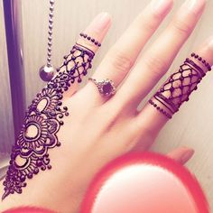 Here are the best Cute, Stylish, Simple and Easy Mehndi Design Images. Finger Henna Designs, Mehndi Designs For Fingers, Simple Mehndi Designs, Henna Tattoo Designs, Mehandi Designs, Mehndi Simple, Modern Mehndi Designs, Mehndi Design Pictures, Beautiful Mehndi Design