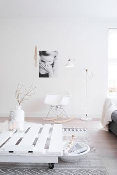 Binnenkijken bij Harmen en Annelies. Fotograaf Job Bolier   WOON maart 2016   Nordic Living Room, Home Living Room, Living Room Designs, Living Spaces, Apartment Interior Design, Living Room Interior, Home Interior, Nordic Interior, Minimalist House Design