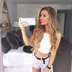Ariana grande uploaded by Naxia on We Heart It Most Beautiful Images, Beautiful Women Pictures, Amazing Women, Dreads, Halle Berry Pixie, Curls For Long Hair, Thick Hair, Chica Cool, Honey Blonde Hair