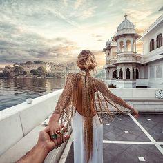 Continuing in Udaipur, India with Natalia Zakharova always wearing Bochic jewelry as she leading Murad Osmann to storied destinations. Beauty And Fashion, Boho Fashion, Fashion Trends, Fashion Design, Style Fashion, Fashion Glamour, Travel Fashion, Fashion Hair, Luxury Fashion