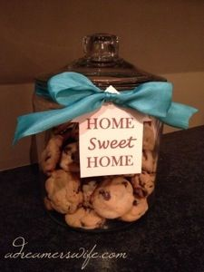 Cookie Jar Housewarming gift (Glass cookie jar at Target $10, ribbon, tag, and homemade cookies!)