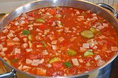 Solyanka à la RDA - recette - Essen und Trinken - Salade Pizza Recipes, Crockpot Recipes, Soup Recipes, Dinner Recipes, Healthy Recipes, Healthy Soup, Pumpkin Recipes, Cheesecake Recipes, Guisado