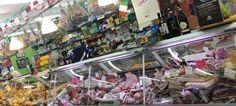 Envie de soleil dans vos assiettes? Sapori Mediterranei vous propose les meilleurs produits italiens en plein cœur d'Anderlecht. Depuis plus de 19 ans cette famille italienne installée à Bruxelles se rend régulièrement chez les producteurs de son pays d'origine à l'affût des meilleurs ingrédients et des recettes les plus savoureuses. Des passionnés de cuisines qui n'ont qu'une envie : partager avec vous leurs expertise.
