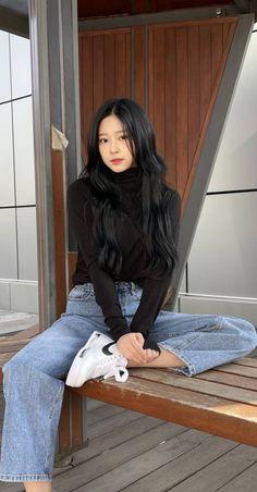 Kpop Girl Groups, Kpop Girls, Bruce Lee Abs Workout, Noora Skam, Cute Girl Sketch, Teen Girl Fashion, Pretty Korean Girls, Ulzzang Korean Girl, Casual Outfits