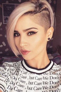 40 Cute Short Haircuts for Women 2019 – Short hairstyles for many women have a very fine hair structure. To volume the thin hair, there are some hairstyles that optimally fumble around. Best Undercut Hairstyles, Pixie Hairstyles, School Hairstyles, Trendy Hairstyles, Natural Hair Styles, Short Hair Styles, Cute Short Haircuts, Hairstyle Look, Hairstyle Ideas