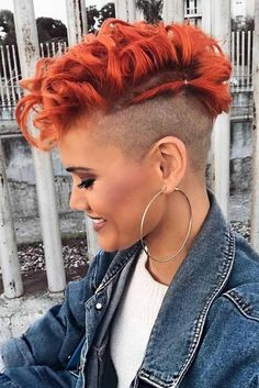 15 the Trendiest Pixie Cut Ideas ★ Awesome Colorful Pixie Haircut Ideas Pictur. Short Curly Hair, Curly Hair Styles, Natural Hair Styles, Feminine Pixie Cuts, Pixie Hairstyles, Cool Hairstyles, Haircut And Color, Shaved Hair, Short Haircut