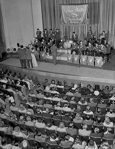 Glenn Miller and his orchestra performing during broadcast Music Love, My Music, Glen Miller, Swing Jazz, The Glenn, Jazz Musicians, Types Of Music, Love Movie, Popular Music