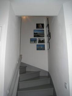 Notre escalier, en gris et blanc