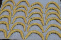 Cornulete fragede cu nuca - CAIETUL CU RETETE Picnic, Cookies, Desserts, Blog, Biscuits, Deserts, Blogging, Dessert, Cookie Recipes