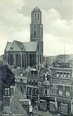 Bovenaanzicht van de Luttekestraat met de Maria ten Hemelopnemingkerk met Peperbustoren.