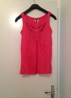 A vendre sur #vintedfrance ! http://www.vinted.fr/mode-femmes/debardeurs/10592958-top-neuf-rose-ajoure-poitrine