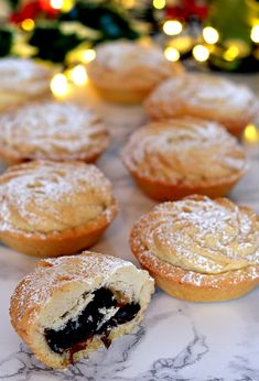Viennese Mince Pies - Baking with Granny Christmas Party Food, Xmas Food, Christmas Cooking, Christmas Baking Recipes Uk, Christmas Mince Pies, Christmas Nibbles, Christmas Uk, Christmas Cakes, Uk Recipes