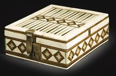 Embriachi Workshop, Italian, Venice, century, Games box with backgammon and chess - Alain. Games Box, Board Games, Game Boards, Medieval Games, Casket, 15th Century, Chess, Decorative Boxes, Workshop
