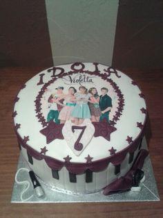 """Tarta de cumpleaños de """"VIOLETA"""" Bizcocho de almendra relleno de ganache de chocolate suave."""