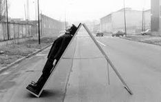 ugo la pietra – Pesquisa Google Memphis, Outdoor Gear, Travel Inspiration, Milan, Tent, Contemporary Art, Sidewalk, To Go, 1970s