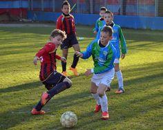 #leonidelgarda Youth Soccer, Kids Soccer, Leoni, Physical Skills, Kicker, Soccer Coaching, Sport Football, Cute Boys, Training
