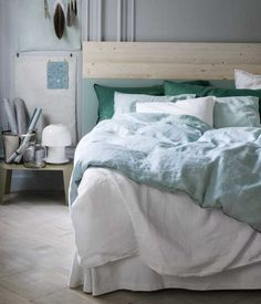 http://jensen-beds.com/ - like this green color combination.