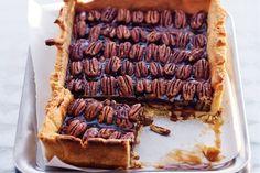 Pecan pie / - 250 g patent tarwebloem - 100 g poedersuiker - 250 g boter… Pie Recipes, Baking Recipes, Sweet Recipes, Dessert Recipes, Yummy Treats, Delicious Desserts, Sweet Treats, Yummy Food, Winter Cakes