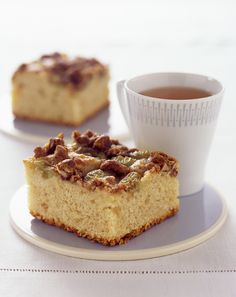 Homemade Grape Crunch Coffee Cake. Perfect for breakfast or a mid-morning snack | #baking #holidays #GrapesfromCalifornia
