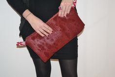 Pochette simili cuir bordeaux et très belle doublure blanche et rouge / avec zip et poche à zip intérieur : Sacs à main par manou92290