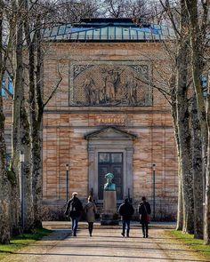 Ihr seht das Richard Wagner Museum im Haus Wahnfried das Wagner in Bayreuth errichten ließ. Das Grab von ihm und seiner Frau Cosima befindet sich im Garten. Damit ist das Museum sicherlich das authentischste Wagner Museum auf der Welt. Habt ihr es schon besucht?  You see the Richard Wagner Museum located in the mansion that was built for Wagner. The grave of Wagner and his wife Cosima is in the garden of the mansion. Taking this into consideration this museum must be the most authentic in… Consideration, Museum, Mansions, Building, Bayreuth, Lawn And Garden, Round Round, House, Nice Asses