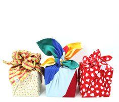 """Furushiki - die Kunst des Umhüllens mit Stofftüchern. Unter dem Motto """"reduce, reuse, recycle"""" leben die Japaner schon seit Jahrhunderten. Mit wachsenden Umweltbewusstsein erobert diese Kunstform die ganze Welt.  buntherum steht für achtsames Kaufen und kreatives Schenken!  Mache aus Weihnachten die wundervollste Zeit im Jahr. Es liegt an DIR!"""