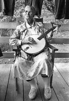 75 yr old ballad singer and banjo player Dellie Norton