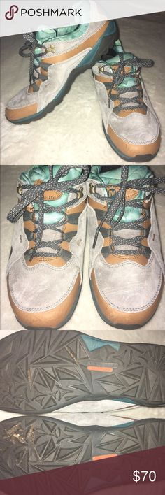 ⭐️ Women's hiking boots Merrell woman's hiking boots. Worn once. Merrell Shoes Winter & Rain Boots