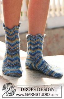 """DROPS socks in """"Fabel"""" with zigzag pattern. Free pattern by DROPS Design. Drops Design, Knitting Socks, Free Knitting, Knit Socks, Zig Zag Pattern, Free Pattern, Crochet Slippers, Knit Crochet, Magazine Drops"""
