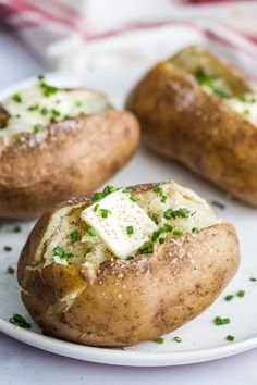 Instant Pot Baked Potatoes- see how to make perfect baked potatoes right in your instant pot or pressure cooker. It's so easy and so good! Vegan Crockpot Recipes, Vegan Dinner Recipes, Vegan Dinners, Cooking Recipes, Tofu Recipes, Potato Recipes, Pasta Recipes, Baked Asparagus, Baked Avocado